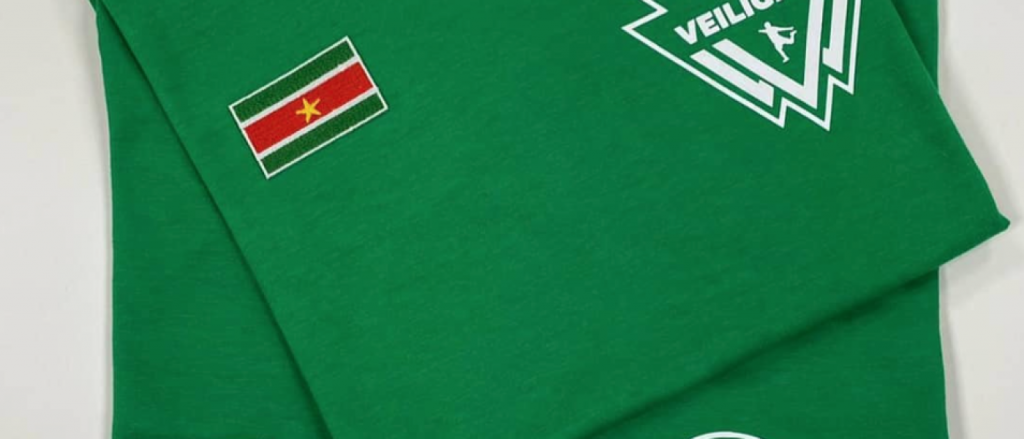 Amsterdamse Wally helpt Suriname met de verkoop van T-shirts